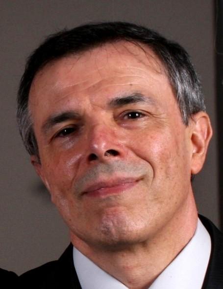 Dr Eduardo Cruz